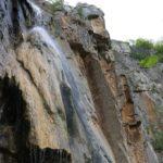 Освежаваща разходка до водопад Добравишка скакля и пещера Говедарника