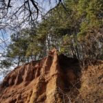 Кътински пирамиди и Курилски манастир